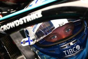 Valtteri Bottas, Mercedes, in the garage