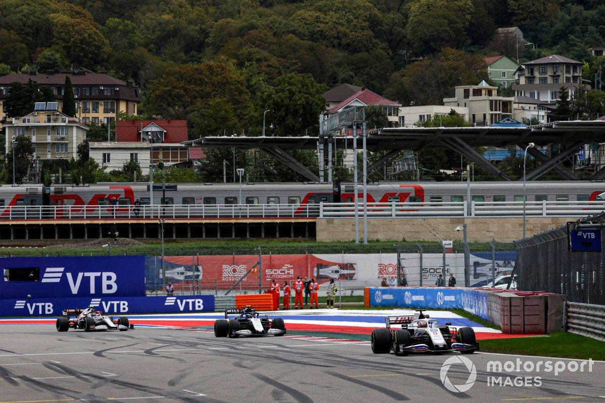 Nikita Mazepin, Haas VF-21, Nicholas Latifi, Williams FW43B, e Antonio Giovinazzi, Alfa Romeo Racing C41