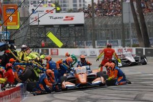 Scott Dixon, Chip Ganassi Racing Honda, fait un arrêt