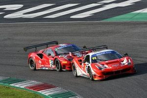 #21 AF Corse, Ferrari 488 GT3 Evo: Simon Mann, Matteo Cressoni e #11 Kessel Racing, Ferrari 488 GT3 Evo: Stephen Earle, Niccolò Schirò