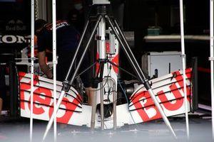 الجناح الأمامي لسيارة ريد بُل آر.بي16بي