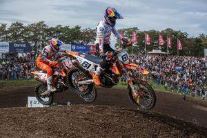 Jeffrey Herlings, Red Bull KTM Factory Racing, en Jorge Prado, Red Bull KTM Factory Racing, in gevecht