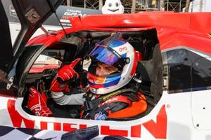Race winner #31: Whelen Engineering Racing Cadillac DPi, DPi: Pipo Derani