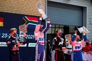 Podio: Ganador de la carrera Maximilian Götz, Haupt Racing Team, segundo lugar Liam Lawson, AF Corse, tercer lugar Kelvin van der Linde, Abt Sportsline