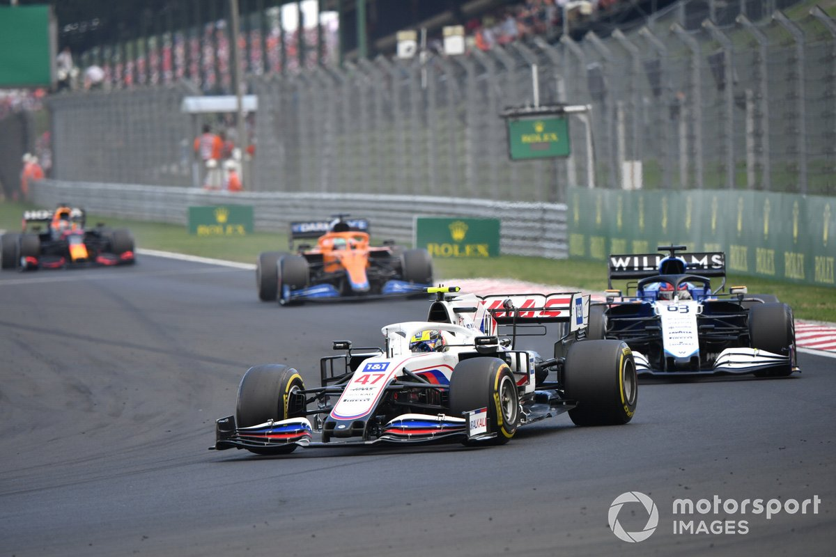 Mick Schumacher, Haas VF-21, George Russell, Williams FW43B