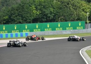 Mick Schumacher, Haas VF-21, Max Verstappen, Red Bull Racing RB16B, and Pierre Gasly, AlphaTauri AT02