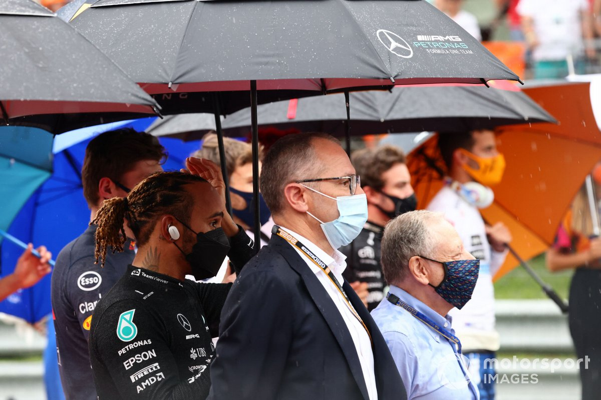Lewis Hamilton, Mercedes, Stefano Domenicali, CEO, Formula 1, and Jean Todt, President, FIA, on the grid