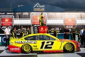 Race winner Ryan Blaney, Team Penske, Ford Mustang Menards/Cardell Cabinetry