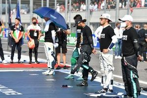 Lewis Hamilton, Mercedes, Pierre Gasly, AlphaTauri, Valtteri Bottas, Mercedes, and the other drivers gather to stand in support of the We Race as One campaign prior to the start
