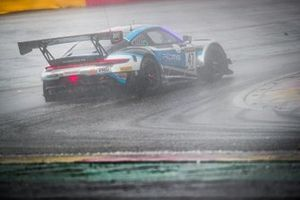 #47 KCMG Porsche 911 GT3-R: Maxime Martin, Laurens Vanthoor, Nick Tandy
