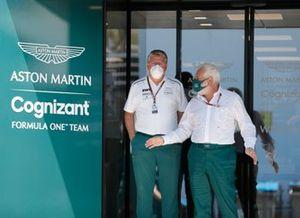 Otmar Szafnauer, Team Principal y CEO, Aston Martin F1, y Lawrence Stroll, propietario de Aston Martin F1