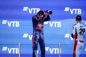 Le Champion Dennis Hauger, Prema Racing fête sur le podium avec le vainqueur Logan Sargeant, Charouz Racing System