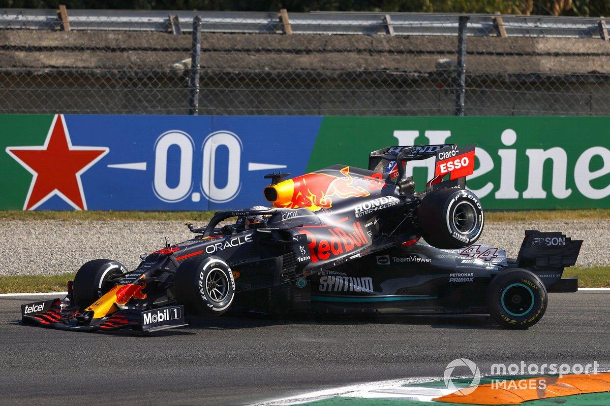 Авария: Льюис Хэмилтон, Mercedes W12, Макс Ферстаппен, Red Bull Racing RB16B