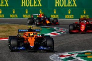 Lando Norris, McLaren MCL35M, Charles Leclerc, Ferrari SF21