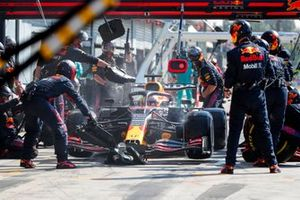 Макс Ферстаппен, Red Bull Racing RB16B, на пит-лейне