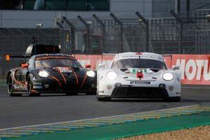 #91 Porsche GT Team Porsche 911 RSR - 19 LMGTE Pro, Gianmaria Bruni, Richard Lietz, Frederic Makowiecki, #86 GR Racing Porsche 911 RSR - 19 LMGTE Am, Michael Wainwright, Benjamin Barker, Tom Gamble