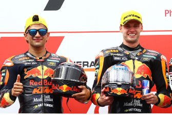 Podium: tweede plaats Jorge Martin, KTM Ajo, racewinnaar Brad Binder, KTM Ajo