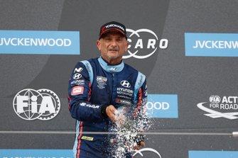 Podium: Gabriele Tarquini, BRC Hyundai N Squadra Corse Hyundai i30 N TCR