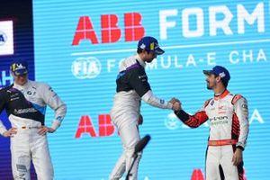 Lucas Di Grassi, Audi Sport ABT Schaeffler, 3rd position, congratulates race winner Alexander Sims, BMW I Andretti Motorsports on the podium