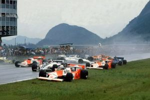 Andrea de Cesaris, McLaren M29F-Ford Cosworth, Hector Rebaque, Brabham BT49C-Ford Cosworth, Mario Andretti, Alfa Romeo 179C, Rene Arnoux, Renault RE20, John Watson, McLaren M29F-Ford Cosworth, Chico Serra, Fittipaldi F8C-Ford Cosworth, Ricardo Zunino, Tyrrell 010-Ford Cosworth, Siegfried Stohr, Arrows A3-Ford Cosworth e Jean-Pierre Jarier, Ligier JS17-Matra, al GP del Brasile del 1981