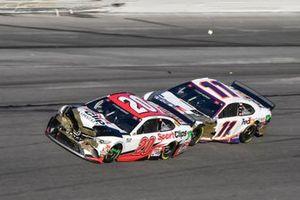 Эрик Джонс, Joe Gibbs Racing, Toyota Camry Sports Clips, и Курт Буш, Chip Ganassi Racing, Chevrolet Camaro Monster Energy