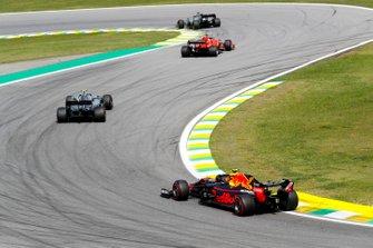 Льюис Хэмилтон, Mercedes AMG F1 W10, Себастьян Феттель, Ferrari SF90, Валттери Боттас, Mercedes AMG F1 W10, и Александр Элбон, Red Bull Racing RB15