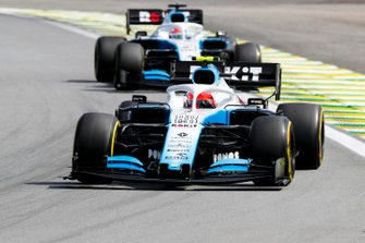 Robert Kubica, Williams FW42, devant George Russell, Williams Racing FW42
