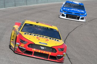 Joey Logano, Team Penske, Ford Mustang Shell Pennzoil, Kyle Larson, Chip Ganassi Racing, Chevrolet Camaro Credit One Bank