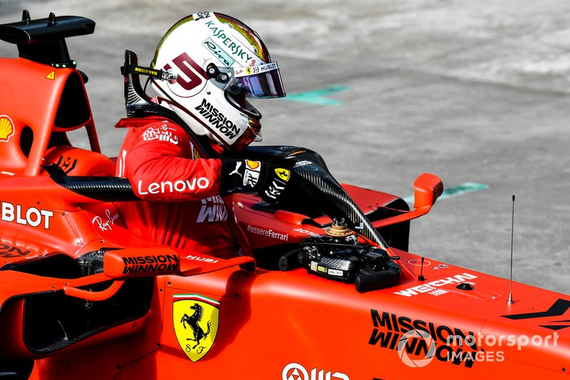 Sebastian Vettel, Ferrari, esce dalla sua monoposto dopo le Qualifying