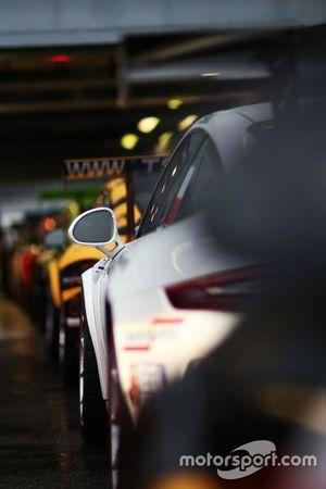 Porsche in fila