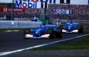 Jenson Button, Renault, Giancarlo Fisichella, Renault