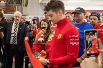 Charles Leclerc, Ferrari, apre il 4° giorno del Autosport International Show