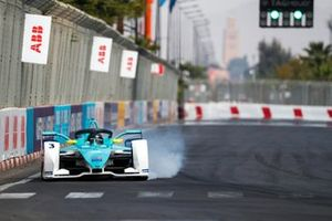 Daniel Cao, Rookie Test Driver for NIO 333, NIO FE-005, locks up