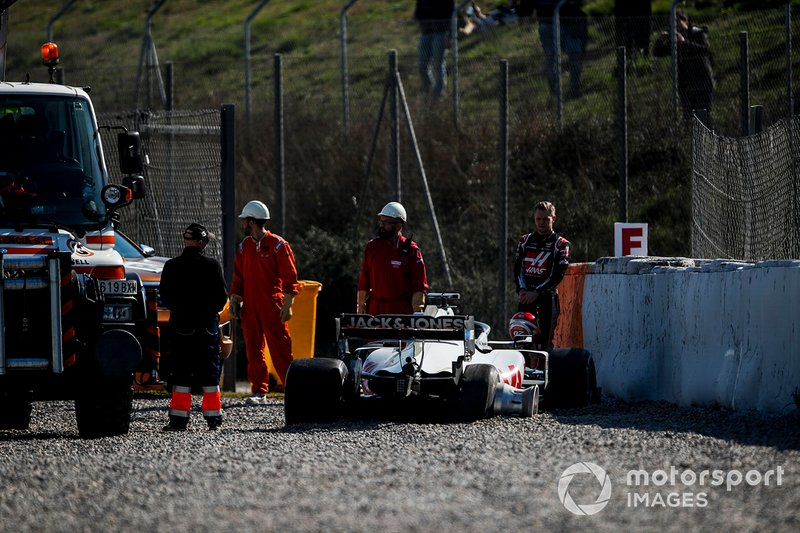 L'incidente di Kevin Magnussen, Haas F1 Team VF-20 che ha causato la bandiera rossa