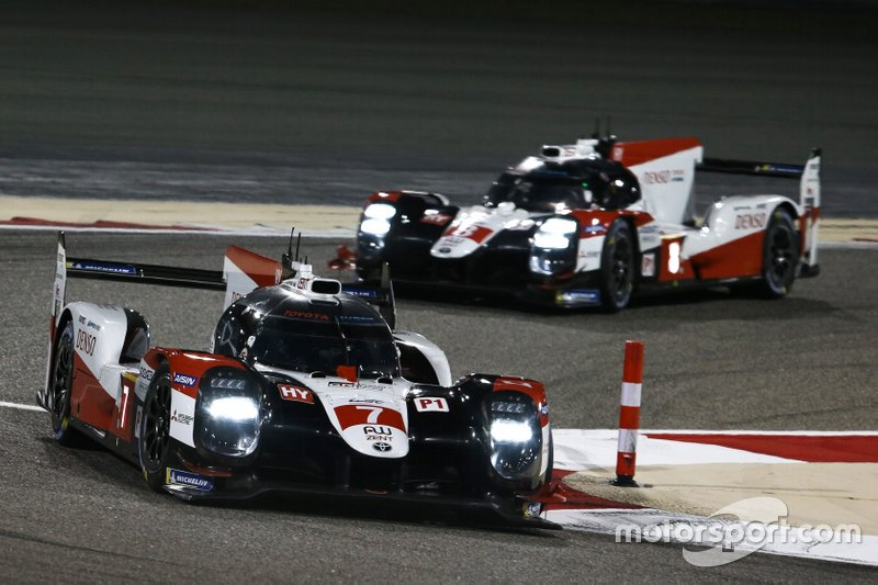 Toyota: Zwei Autos (Hybrid-Antrieb)