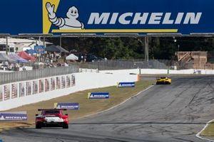 #912 Porsche GT Team Porsche 911 RSR: Earl Bamber, Laurens Vanthoor, Mathieu Jaminet, #4 Corvette Racing Corvette C7.R: Oliver Gavin, Tommy Milner, Marcel Fässler