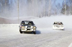 Пентти Айриккала и Ристо Виртанен, Vauxhall Chevette 2300, и Маркку Ален и Илкка Кивимяки, Fiat 131 Abarth
