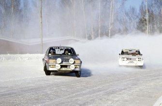 Pentti Airikkala, Risto Virtanen, Vauxhall Chevette 2300HS leads Markku Alen, Ilkka Kivimaki, Fiat 131 Abarth