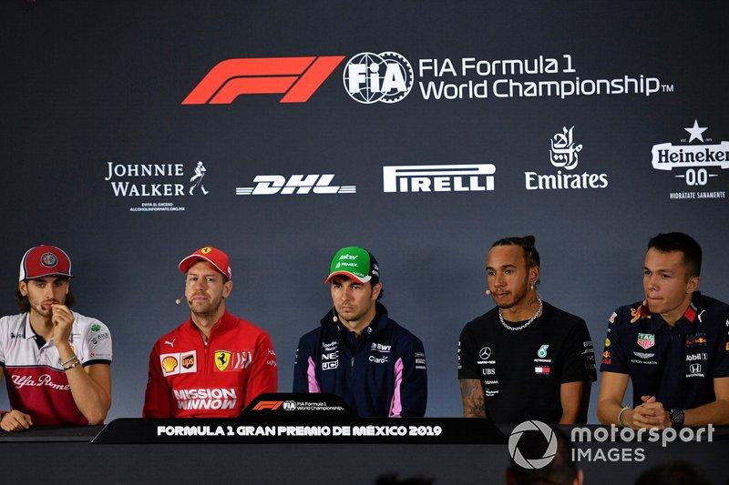 Antonio Giovinazzi, Alfa Romeo Racing, Sebastian Vettel, Ferrari, Sergio Perez, Racing Point, Lewis Hamilton, Mercedes AMG F1 y Alex Albon, Red Bull Racing en la conferencia de prensa