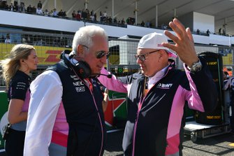Lawrence Stroll, eigenaar, Racing Point, en Andreas Weissenbacher, CEO, BWT, op de grid