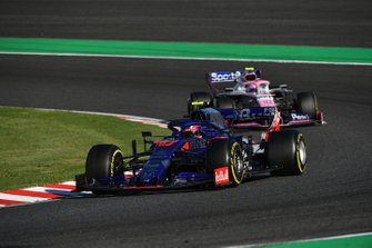 Pierre Gasly, Toro Rosso STR14, devant Lance Stroll, Racing Point RP19