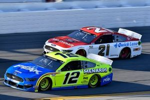Ryan Blaney, Team Penske, Ford Mustang Menards / Peak and Matt DiBenedetto, Wood Brothers Racing, Ford Mustang Motorcraft/Quick Lane