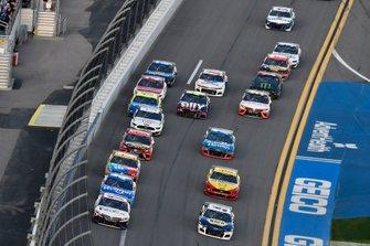 Denny Hamlin, Joe Gibbs Racing, Toyota Camry FedEx Express, Chase Elliott, Hendrick Motorsports, Chevrolet Camaro NAPA Auto Parts