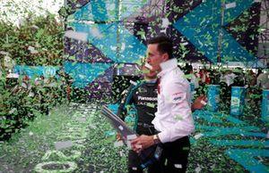 Mitch Evans, Jaguar Racing, James Barclay, director del equipo Panasonic Jaguar Racing celebran en el podio