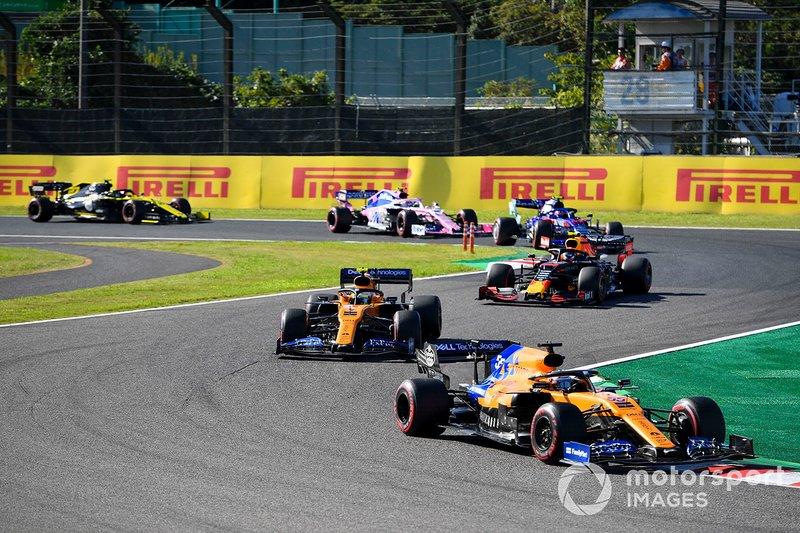 Carlos Sainz Jr, McLaren MCL34 , lidera Lando Norris, McLaren MCL34, Alex Albon, Red Bull RB15, Pierre Gasly, Toro Rosso STR14, y Lance Stroll, Racing Point RP19