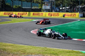 Valtteri Bottas, Mercedes AMG W10 devant Sebastian Vettel, Ferrari SF90 et Charles Leclerc, Ferrari SF90