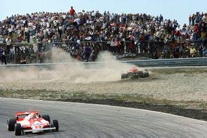 Gilles Villeneuve, Ferrari 126CK, Bruno Giacomelli, Alfa Romeo 179B