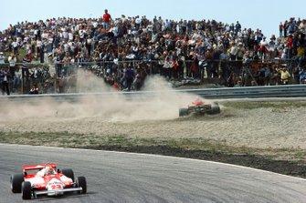 Gilles Villeneuve, Ferrari 126CK, Bruno Giacomelli, Alfa Romeo 179B, al GP d'Olanda del 1981