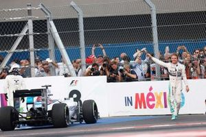 Nico Rosberg, Mercedes AMG, 1st Position, celebrates in Parc Ferme