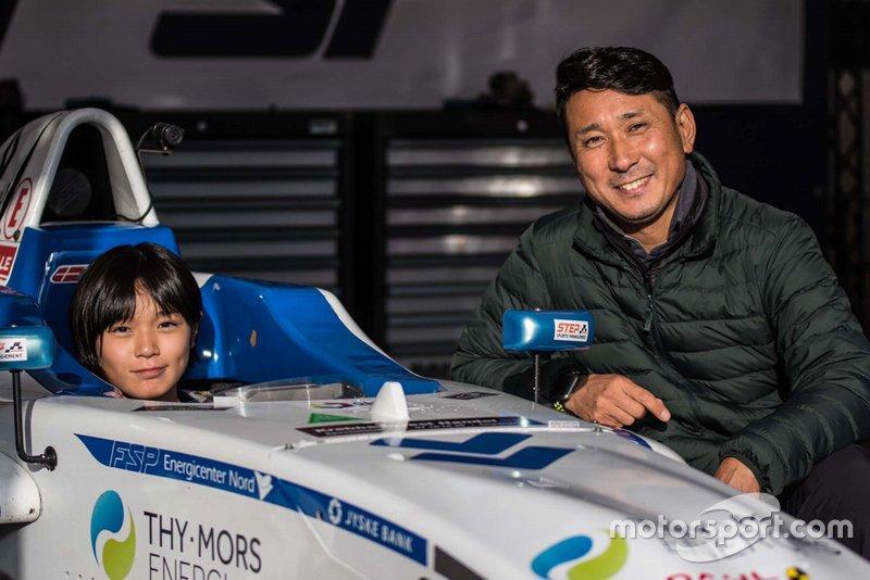 A jovem japonesa Juju Noda, que aos 13 anos de idade, vai competir na Fórmula 4 dinamarquesa em 2020